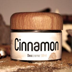 Glastiegel und Holzdeckel der Deocreme Soft Cinnamon