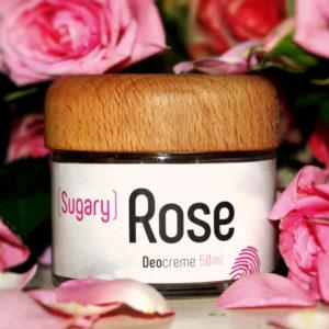 Glastiegel und Holzdeckel der Deocreme Sugary Rose