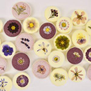Hautpflege mit toller Dekoration aus Blume, Blüte oder Blättern